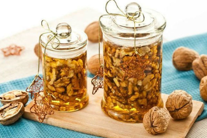 Мед с орехами и сухофруктами: рецепт приготовления и польза