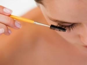 Персиковое масло: для волос и ресниц, применение для роста бровей, рецепты масок