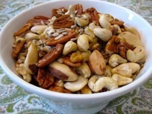 Кедровые орехи детям: с какого возраста можно употреблять в пищу, польза и вред от продукта