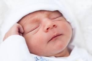 Мешки под глазами: причина появления у взрослых и детей