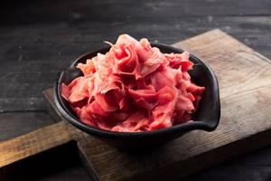 Почему маринованный имбирь розового цвета и есть ли польза от него