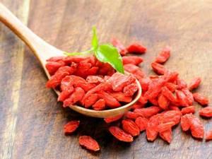 Ягоды годжи: полезные свойства и противопоказания, где можно купить ягоды и отзывы потребителей