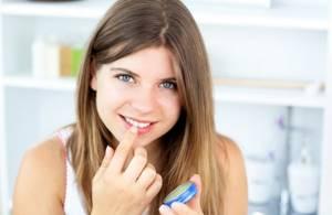 Бальзам от carmex: спасение для губ и в морозную зиму, и жарким летом