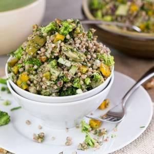 Салат с гречкой: 7 необычных рецептов