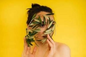 Оливковое масло для лица: маски, умывания, демакияж
