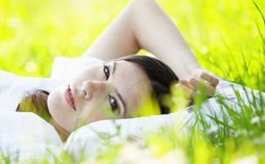Чистотел: от прыщей и бородавок, как применять для кожи лица, помогает ли от черных точек, угрей и жировиков