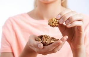 Сколько можно есть грецких орехов в день: существуют ли ограничения, как правильно есть этот продукт и по каким нормам